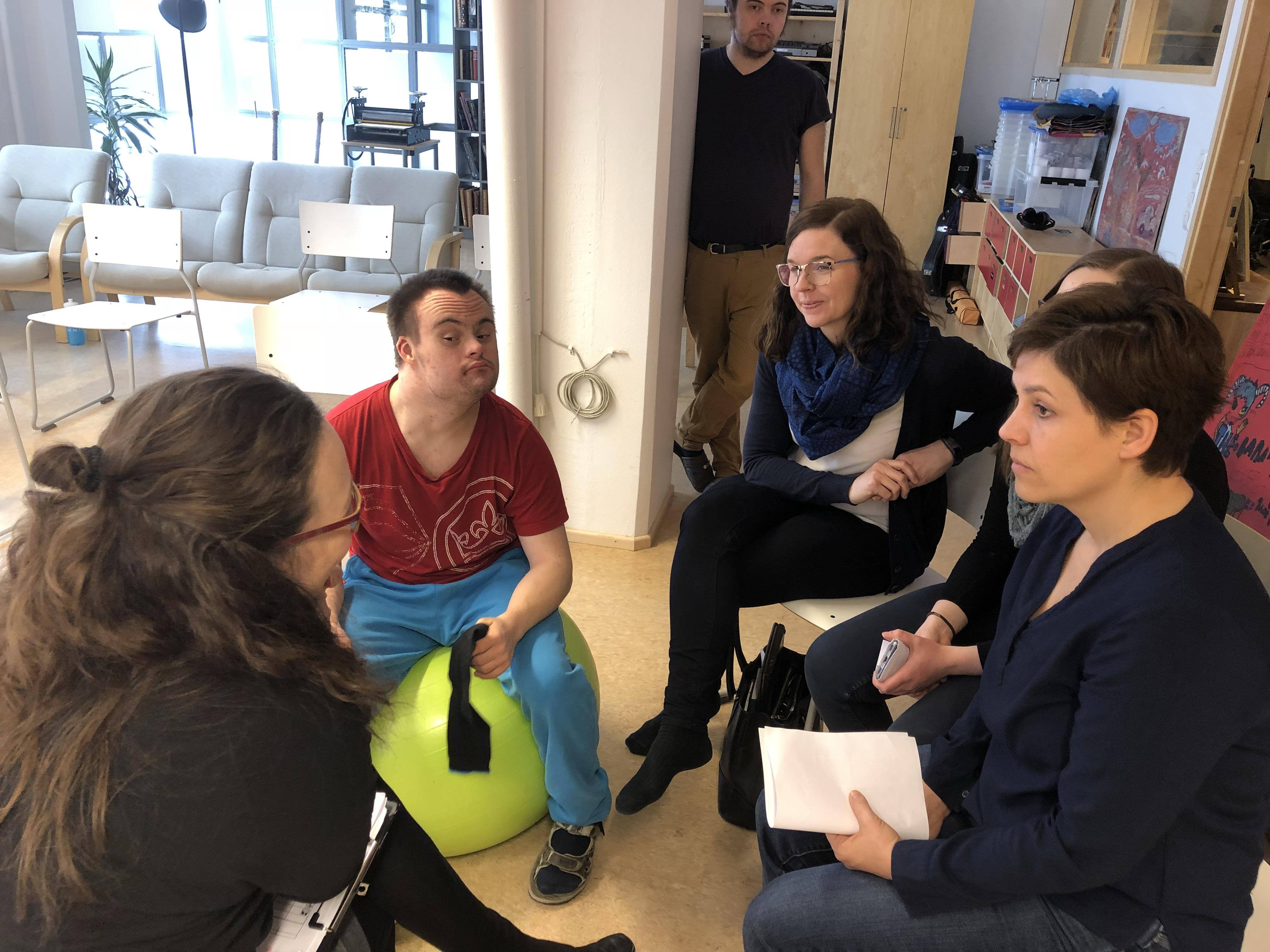 fogyatékos nő találkozó)